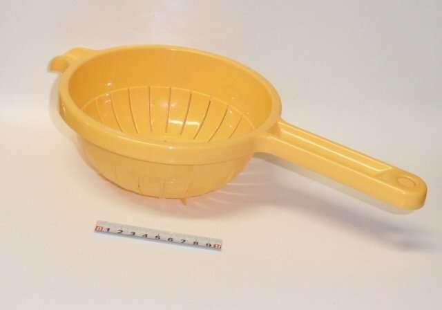 Cedník PVC 19cm - žlutý